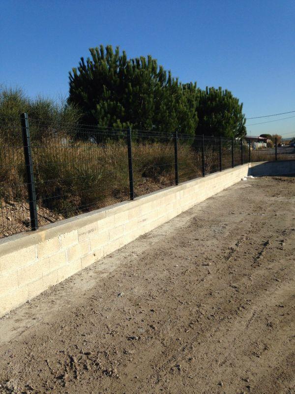 Mur et cl ture de panneaux soud s sur marignane for Cloture sur mur