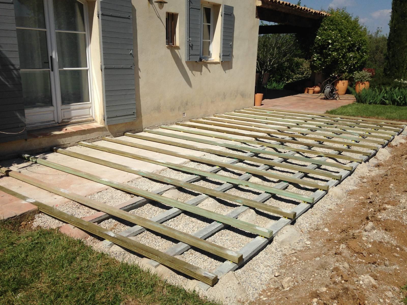 installation d 39 une terrasse en bois eguilles terraplant. Black Bedroom Furniture Sets. Home Design Ideas